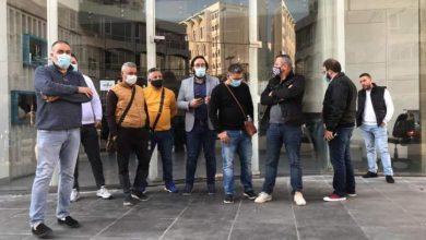 Photo of وقفة لتجمع رجال الأعمال والمهن الحرة في صيدا والجنوب احتجاجا على قرار الاقفال